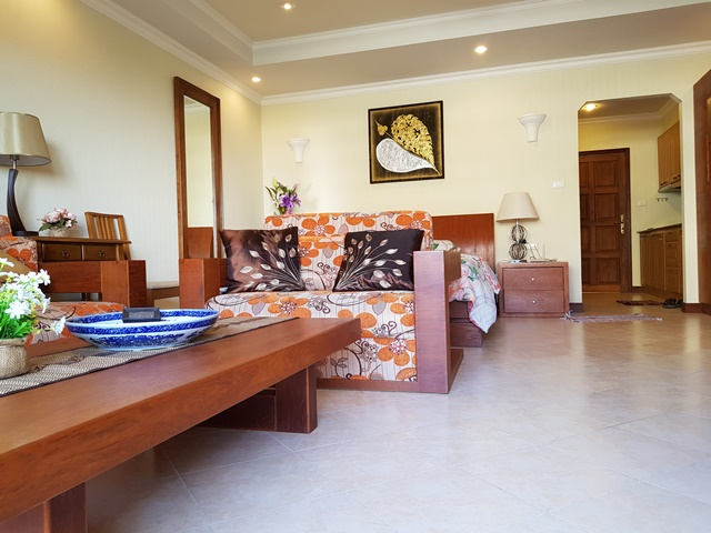 Buy Jomtien condo Foreign name fully furnished, Reduced price,