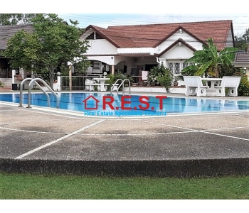 Pattaya 3 bedroom house rental, Communal pool,