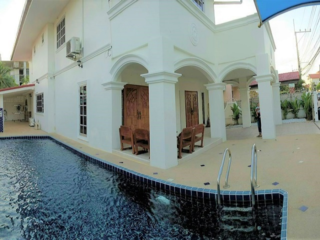 reduced rental rate 5 bed 6 bath private swimming pool, rent Jomtien house,